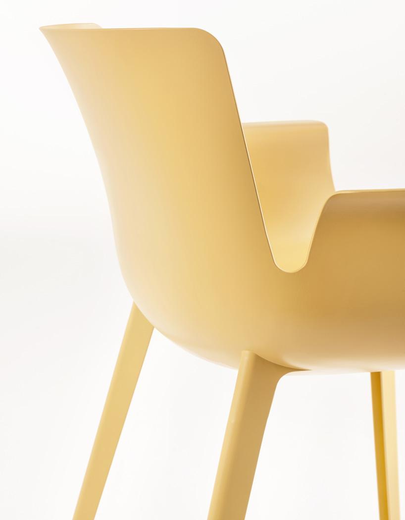 椅子采用汽车和航空行业开发的热塑性高分子化合物制成