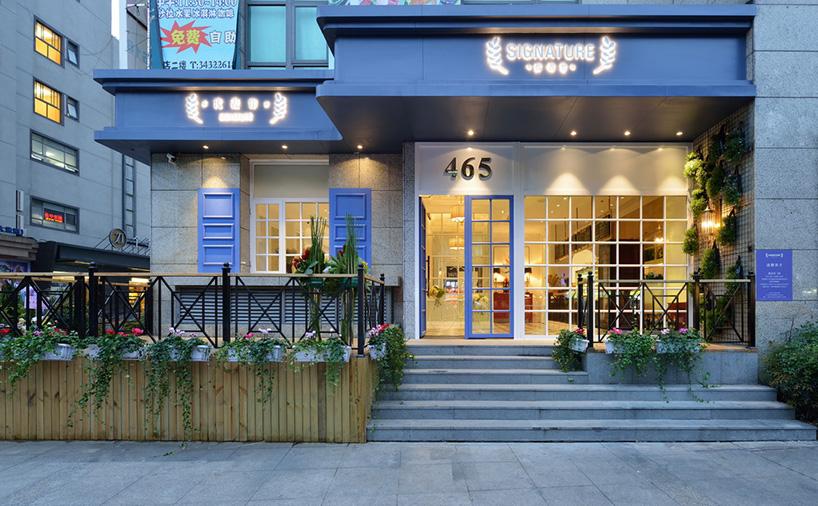 依据市场调研定下的西餐厅提案,在两位设计师的手中逐渐丰满。因为业主曾留学英国,偏爱欧式风格,设计师于是为餐厅室内设定了更为灵活的欧式新古典格调。不是英式古典的厚重浓郁,也并非单纯法式的浪漫柔情,要清新、轻松,从旁边众多的深色餐厅里脱颖而出,让人能放松安坐。