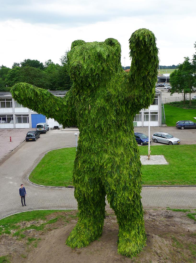 披着树叶的巨兽熊雕塑_设计邦-全球最早和最受欢迎的
