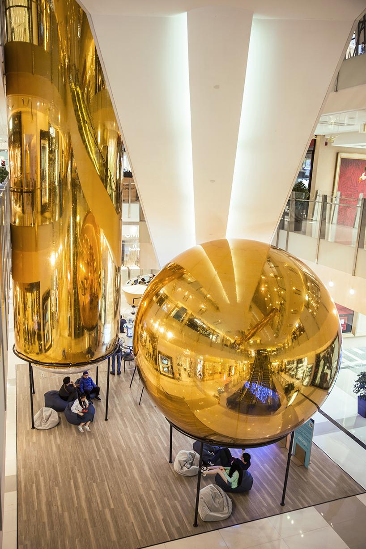 """香港k11艺术购物中心的黄金""""泡泡"""""""