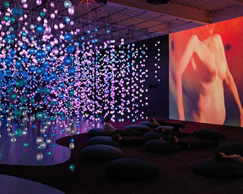新当代艺术博物馆呈现迷幻梦境