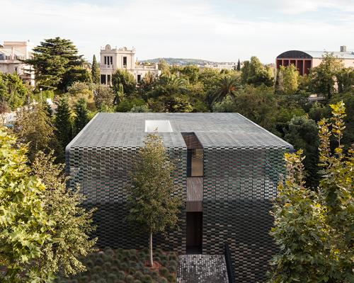 与绿色混为一体的TR房屋