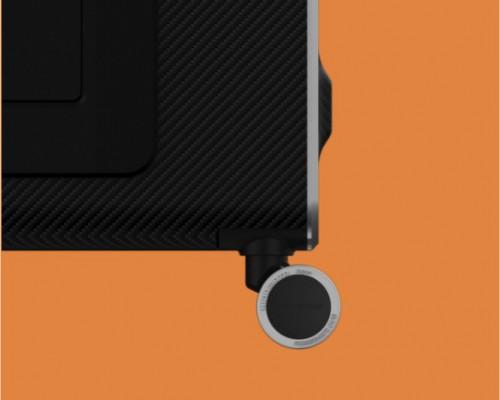 奥迪 x YANG DESIGN全球首款碳纤维智能旅行箱发布