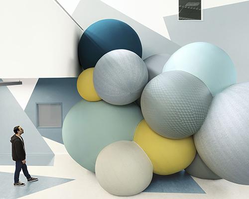米兰设计周上的巨大气球装置
