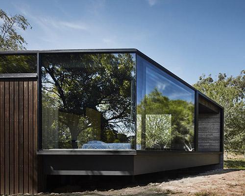 谁说只能要树木围着建筑,建筑也能拥抱植物