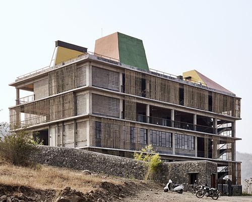 印度农村的女子学院| 打造先锋学院建筑