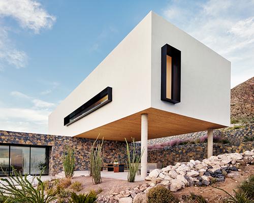 在得克萨斯州用灰泥和石头建成的山区庇护所