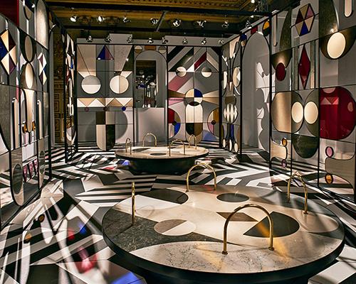 在米兰的宫殿,jaime hayon 为caesarstone公司制作了变幻多端的展厅
