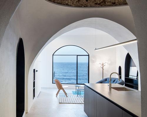 """pitsou kedem建筑事务所将雅法老城的房子改造成以色列""""现代洞穴"""""""