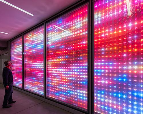 巴黎forum des halles商场里的像素灯光秀