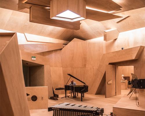 xavier veilhan把法国馆变成了一个天然录音棚