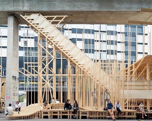 ALICE团队互相协作,在10天之内搭建出一个建筑式的公共论坛装置