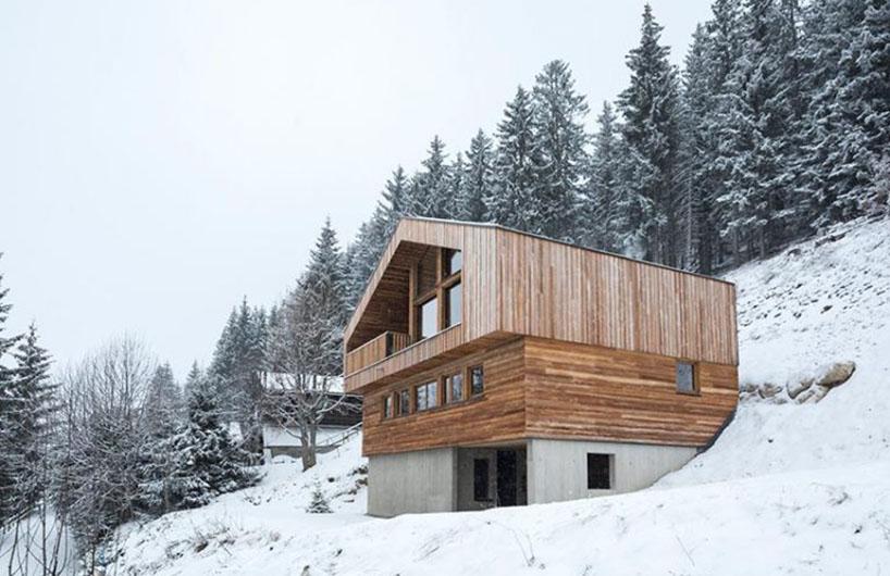法国阿尔卑斯山上,用混凝土和木材建成的木屋