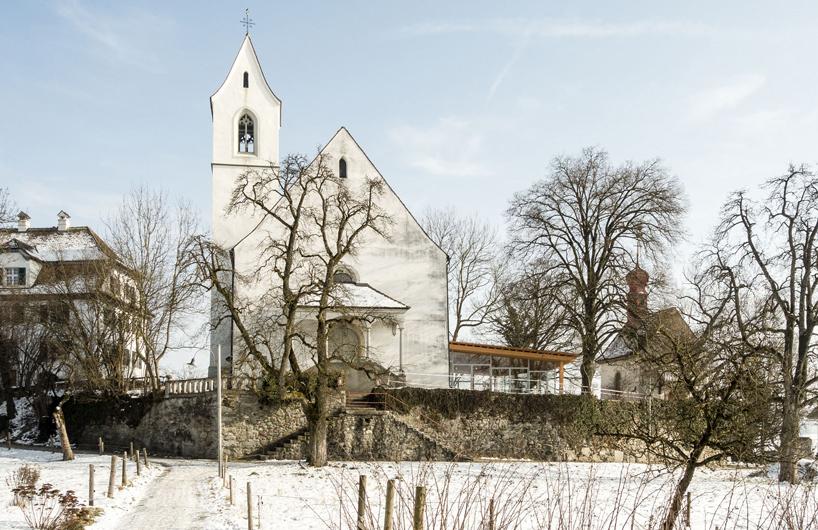 gian salis为瑞士历史悠久的教堂增添了光彩四溢的门厅