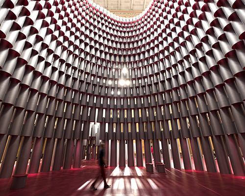 2700个带切口的纸管堆起来的圆顶室