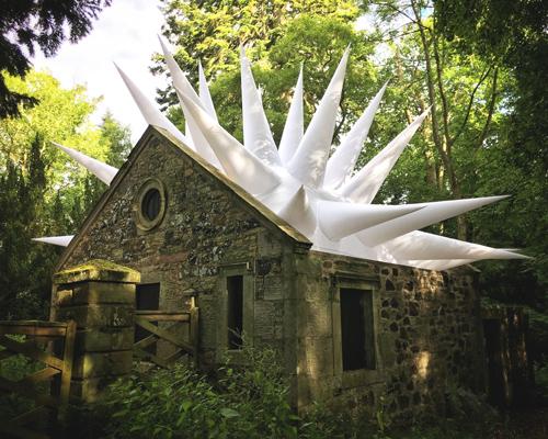 苏格兰边境雕塑公园的充气雕塑