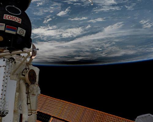 美国宇航局从外太空拍摄日全食
