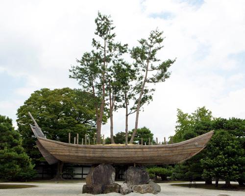 蔡国强在日本京都建造了一艘松船