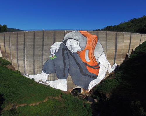 崇山峻岭间隐藏的47米高的壁画