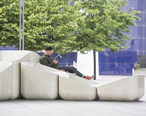 奇趣混凝土座椅装置亮相伦敦
