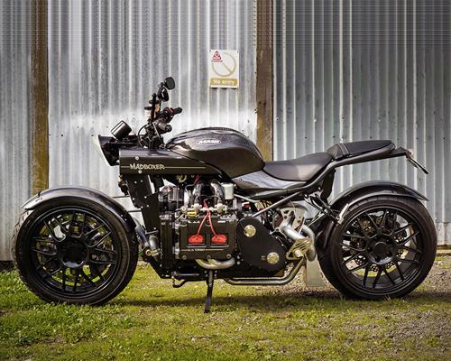 """搭载斯巴鲁wrx引擎的摩托车""""疯狂拳击手"""""""