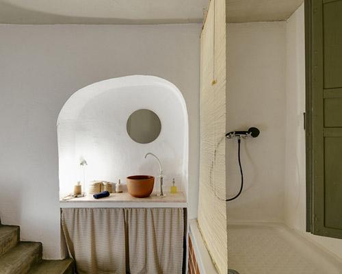 希腊历史建筑变身紧凑居住空间