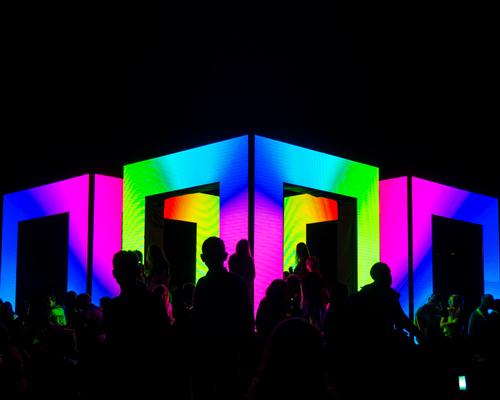 70万个LED灯组成的灯光矩阵