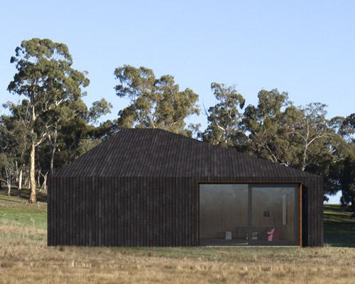 完美融入环境的非对称小木屋