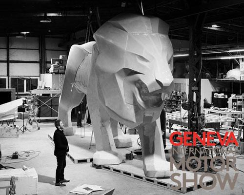 标致汽车巨型狮子雕像亮相日内瓦车展
