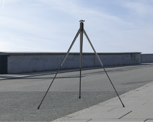 自平衡三脚架