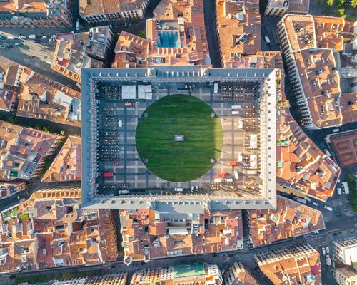 马德里马约尔广场变绿色休闲地