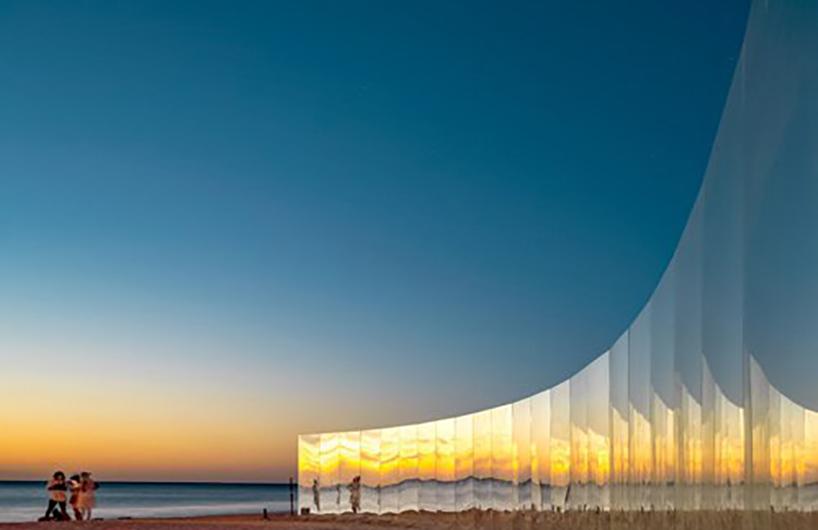 科特索海滩的新亮点 半圆形镜面墙