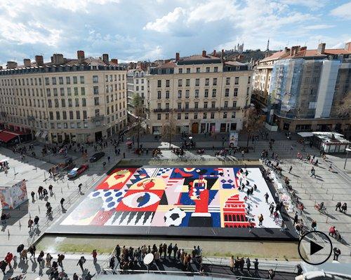 巨型参与式街头艺术亮相法国里昂