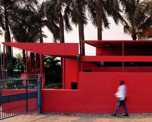 红色公共卫生间综合体