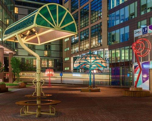 5盏巨型台灯现身曼彻斯特广场