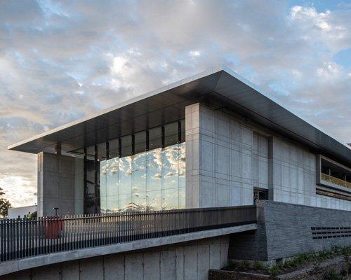 坐落在湿地景观中的美术馆