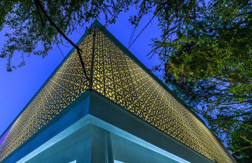 传统伊斯兰图案外壳包裹的清真寺