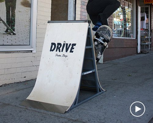 可以滑滑板的坡道广告牌