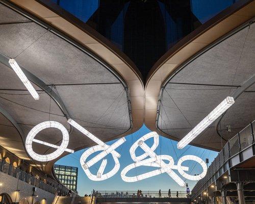 巨型雕塑灯具亮相伦敦coal drops yard