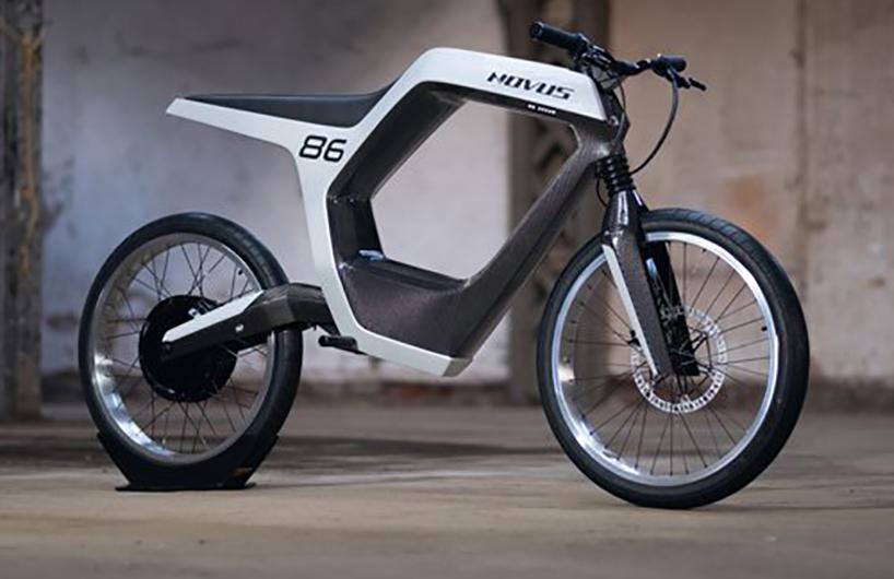 极简主义的无按钮novus电动摩托车