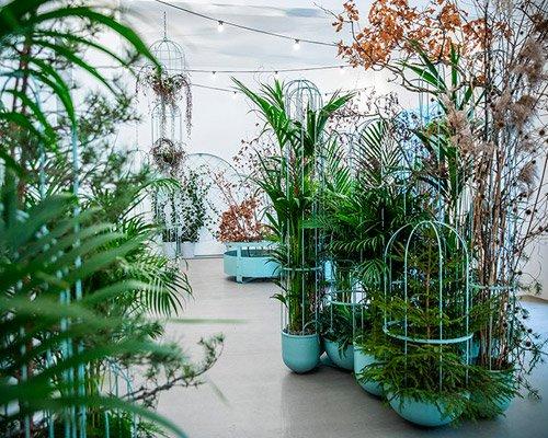 结合绿植与雕塑形态的花架设计