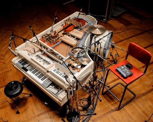 装有20种乐器的古钢琴变身不插电管弦乐团