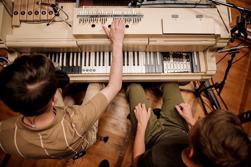 装有20种乐器的古钢琴变身不插电管弦乐团-BlueDotCC, 蓝点文化创意