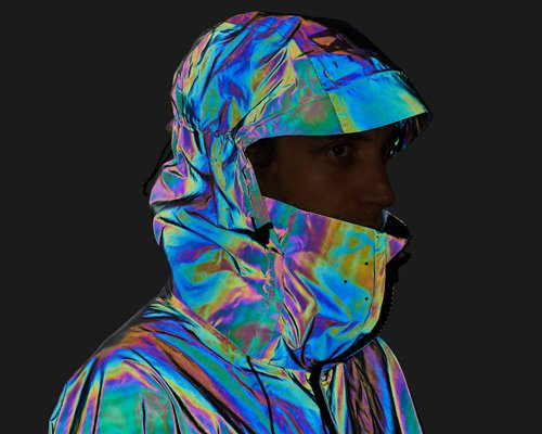 20亿玻璃微粒组成的变色幻彩夹克