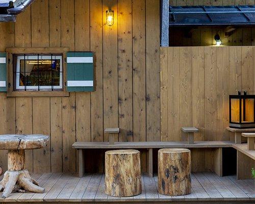 历史悠久的传统木屋变身现代餐厅