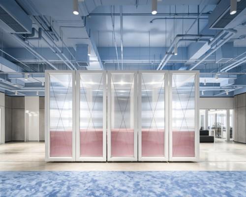 叠术建筑将一个经营不善的商场改建成了SOHO3Q共享办公空间