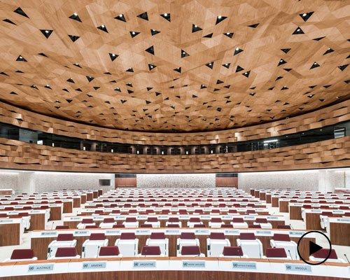象征沙丘起伏的联合国万国宫卡塔尔会议厅设计
