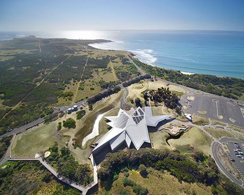 """抽象解构的""""长脊"""" 澳大利亚企鹅归巢游客中心"""