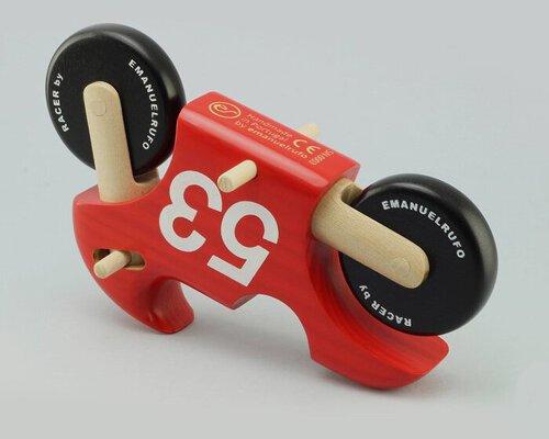 百分百可持续材料制成的手工玩具摩托车