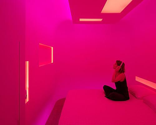 zissou旗舰店设计:硬纸箱元素构成鲜艳像素墙